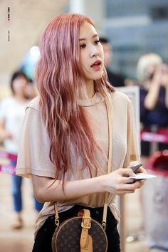 Blackpink in your area. Rose Pink Hair, Hair Color Pink, Lisa, Forever Young, Foto Rose, Black Pink Kpop, Rose Bonbon, 1 Rose, Kim Jisoo