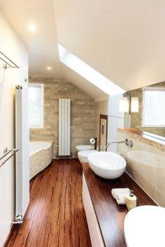 Merveilleux Wand Mit Naturstein In Kombination Mit Einem Dunklen Holzfußboden.  Badezimmer Naturstein, Badezimmer Rustikal,