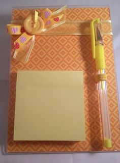 1 porta post-it guardar memoria cinta y post-it marco claro | Etsy Fall Crafts, Diy Crafts, Pioneer Gifts, Couture Sewing, Teachers' Day, Post It, Flower Arrangements, Stationery, Paper Crafts