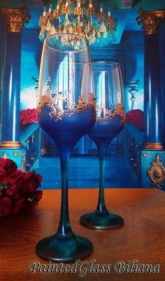 Wedding Flutes, Wedding Glasses, Wine Glass Crafts, Bottle Crafts, Alcohol Ink Glass, Blue Living Room Decor, Recycled Glass Bottles, Champagne Flutes, Toasting Flutes