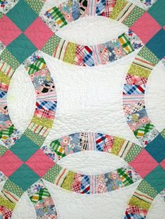close up of gorgeous Double Wedding Ring quilt
