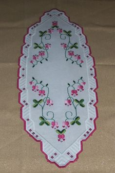 Drawn Thread, Thread Work, Crochet Bedspread, Hardanger Embroidery, Bargello, Crafts To Do, Rose Buds, Doilies, Blackwork