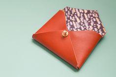Pour #leBHVmarais, Mamie Boude explique comment créer un joli porte carte en cuir
