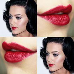 """O Vermelho Jazz da Eudora é o que tem mais cor e menos cintilância. Ele possui aquele efeito """"maçã do amor"""". É luxo! É possível usar ele com make brilhosa também, com moderação. Olha essa prateada da Katy Perry. Compre:  http://emporio-pora.loja2.com.br/"""