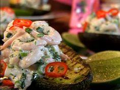 Grillad avokado med räkor | Recept från Köket.se