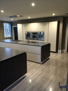 Luxury Kitchen Design, Kitchen Room Design, Kitchen Cabinet Design, Interior Design Kitchen, Kitchen Decor, Kitchen Island With Sink, Modern Kitchen Cabinets, Open Plan Kitchen Living Room, Home Building Design