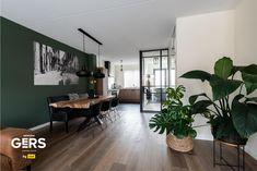 Home Room Design, Dream Home Design, Interior Design Living Room, Living Room Designs, House Design, Dark Green Living Room, Green Rooms, Dark Living Rooms, Home Living Room
