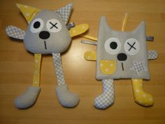 Gray and yellow cat comforter - flat and large legs - Mélo Mélie - blanket Crochet Monsters, Sock Puppets, Diy Bebe, Yellow Cat, Creation Couture, Sewing Class, Animal Crafts, Sewing For Kids, Kids Toys
