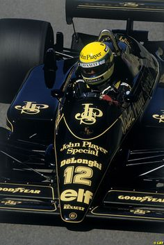 """""""Ayrton Senna - Lotus-Renault - 1986 ~ This has to be one of the best Formula 1 liveries of all time. Escuderias F1, Gp F1, Grand Prix, F1 Lotus, Formula 1 Car, Triumph, F1 Drivers, F1 Racing, Indy Cars"""