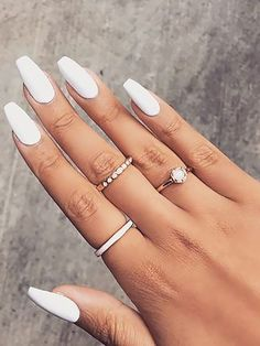 20 Trending Winter Nail Colors & Design Ideas for 2019 - TheTrendSpotter If you're in serious need of some nail inspiration this season, then here's the best winter nail colors and designs for you. Matte White Nails, Gold Glitter Nails, White Nail Polish, Nail Polish Colors, Red Nails, Winter Nails 2019, Winter Nail Art, Winter Nail Designs, Colorful Nail Designs