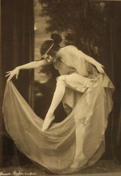Sometimes mystery & intrigue are your best tools. Image: Anna Pavlova