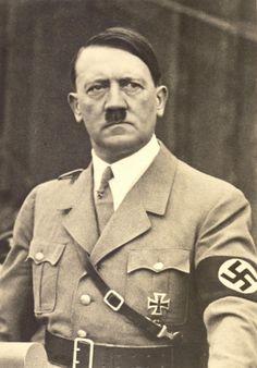 Quem poderia imaginar que o responsável pelo Holocausto, causador da morte de milhões de pessoas durante o regime nazista da Alemanha, teria sido indicado ao Prêmio Nobel da Paz? http://www.fatoscuriososdahistoria.com/2016/03/hitler-premio-nobel-paz.html