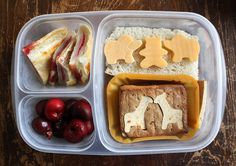 Giraffes for lunch! Big kids and little kids love an animal lunch box. From the talented Wendy Copley of Wendolonia