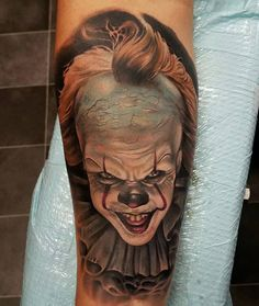 Perfect color portrait tattoo of Pennywise clown from IT movie tattoo by Rodney Eckenberger Skinhead Tattoos, Gangster Tattoos, Twin Tattoos, Clown Horror, Clown Tattoo, Aesthetic Tattoo, Great Tattoos, Arm Tattoo, Tattoo Images