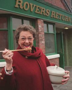 Betty with her hotpot Betty Driver, Coronation Street Blog, English Kitchens, English Actresses, Hot Pot, Favorite Tv Shows, Lamb Recipes, Nostalgia, British