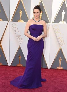 Tina Fey attends the Annual Academy Awards at Hollywood & Highland Center on February 2016 in Hollywood, California. Tina Fey, Purple Gowns, Purple Dress, Gala Oscar, Celebrity Dresses, Celebrity Style, Hollywood Red Carpet, Versace Dress, Nice Dresses