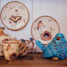 Brighten your favorite rooms with the vintage charm of this Ceramic Standing Bird from the Cracker Barrel Old Country Store.