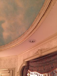 Accentuating the detail of the curved trim.
