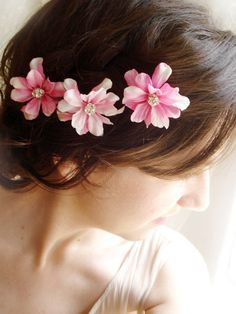Flowers are fantastic hair accesories.