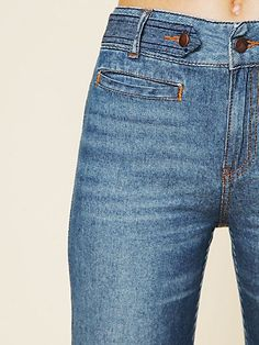 High-waisted wideleg cord-textured denim jeans. Two front slit pocket and two faux slit pocket in the back.