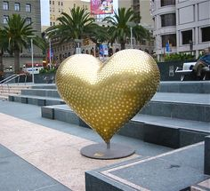Sponsored & owned by Wells Fargo, @Michael Osborne's heart sparkles with hundreds of commemorative bronze coins to recognize the Gold Rush and the bank's 150 years in #SanFrancisco. The 5ft tall standing heart remains on display inside the Wells Fargo headquarters at 420 Montgomery Street, SF. #HeartsInSanFrancisco