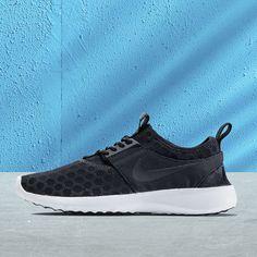 #Nike #Juvenate Herrenschuh mit einem schwarzen Mesh-Upper und Mittelteil aus Nylon für optimale Atmungsaktivität. Er ist außerdem faltbar und lässt sich somit einfach aufbewahren!
