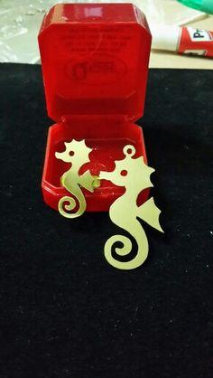 Kıl testere - pirinç - kolye ucu ve yüzük - denizatı - fret saw - brass jewelry - brass ring and necklace - seahorse - #handmade #oyaca #oyalanmaca                                                                                                                                                      Plus