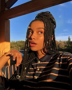 60 totally chic and colorful box braids to wear!- 60 totally chic and colorful box braids to wear! – Messy box braids half updo with pearls Totally chic and colorful Box Braids hairstyles – - Braided Half Updo, Braided Hairstyles Updo, Cute Hairstyles, Hairstyles For Box Braids, Hairstyles For African Hair, Hairstyles Pictures, Bandana Hairstyles, Hairstyles 2018, Protective Hairstyles