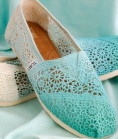 Ombré lace toms I want these!!!