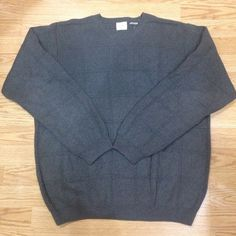 Men's gray sweater Men's XL gray sweater perfect condition with no pilling.  If anyone is interested I'll lower the price to get you cheaper shipping  Arrow Sweaters Crew & Scoop Necks
