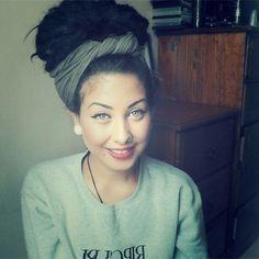 Pinning this for the scarf / turban but omg this girl is so pretty. Dreads are liiiiiife Turbans, Dread Bun, Dreadlock Hairstyles, Dreadlocks Updo, Dreads Girl, Dreads Styles, Hippie Hair, Natural Hair Styles, Long Hair Styles