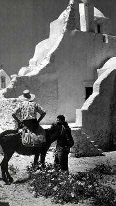#Paraportiani #church ,#Mykonos ! Greece Photography, Bw Photography, History Of Photography, Mykonos Island Greece, Athens Greece, Vernacular Architecture, Architecture Art, Vintage Pictures, Old Pictures