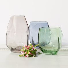 Glass vases for elegant flowers. Two sizes in stores now. Prices from DKK 3660 / SEK 4980 / NOK 5190 / EUR 514 / ISK 968 / GBP 3.98 #grenehome #vases #flowers #interiorideas #homestyling #homedecor #interiorstyling #inspiration #sostrenegrene #søstrenegrene