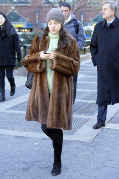 20 Chic Ways To Wear Mink Coat This Season – Most Beautiful Fur Models Fur Coat Outfit, Sable Coat, Mink Jacket, Fabulous Furs, Fur Fashion, Style Fashion, Mink Fur, Mink Coats, How To Wear