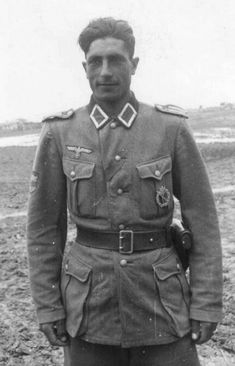 Eastern Volunteer for the German Army tunic buttonhole shows the ribbon for a Eastern Peoples Award. German Soldiers Ww2, German Army, Luftwaffe, Germany Ww2, Ww2 Pictures, Military History, Ww2 History, Military Women, The Third Reich