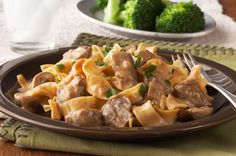 Slow-cooker stroganoff!  @Bree Proe I wonder if Dad's recipe would work with this cooking time... Bœuf Stroganoff, Crock Pot Slow Cooker, Slow Cooker Recipes, Crockpot Recipes, Slow Cooker Beef Stroganoff Recipe, Quick Recipes, Cooking Recipes, Yummy Recipes, Soup Recipes