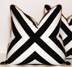Black white gold graphic pillows NEED black & white striped fabric. - Decoration for House Gold Pillows, Black Pillows, Gold Couch, Black And White Cushions, Purple Couch, Gold Desk, Striped Cushions, Scatter Cushions, Geometric Throws