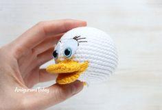 Webby Duck crochet pattern - face