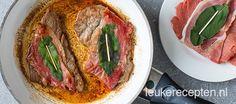 Simpel Italiaans gerecht vol van smaak! Kalfsvlees met rauwe ham en salie in een…