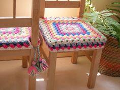 Granny square crochet chair covers pattern, with tassels - Poppy Creates Crochet Motifs, Crochet Squares, Crochet Granny, Crochet Patterns, Granny Squares, Love Crochet, Beautiful Crochet, Knit Crochet, Crochet Furniture