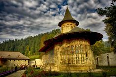 Visit Transylvania and the Carpathians to discover over 190 Romanian castles & palaces. Go through our photo gallery and Unveil Romania! Romanian Castles, Bucharest Romania, Sistine Chapel, Fortification, Plan Your Trip, Tour Guide, Day Trips, Big Ben, Photo Galleries