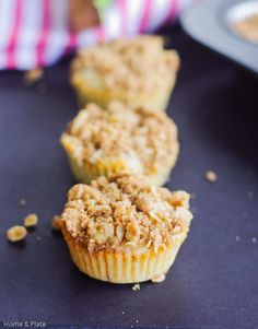 Moist Banana Muffins With A Streusel Topping | Home & Plate | www.homeandplate.com | Don't throw away those ripe bananas. Make muffins with this yummy streusel topping.