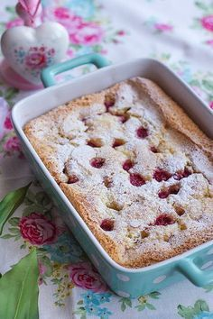 Tarta crujiente y esponjosa de frambuesa - Megasilvita Pie Recipes, Sweet Recipes, Dessert Recipes, Desserts, Tea Cakes, Cupcake Cakes, Hokkaido Cake, Biscuit Bar, Queen Cakes