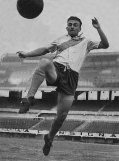 Alfredo Di Stefano, River Plate (circa 1947). Source: Olé. Uno de los más grandes sin duda.