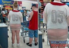 People Of Walmart Pic 26 Funny Walmart People, Funny Walmart Pictures, Walmart Shoppers, Walmart Pics, Crazy People, Crazy Things, Stupid Human, Only In America, Awkward Family Photos