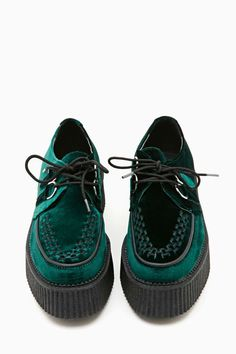 Mondo Velvet Creeper -M.Taylor: I wish these were flat like sneakers then I would buy them Green Velvet Shoes, Green Shoes, Black Shoes, Green Sneakers, Black Velvet, Shoes Sneakers, Black Suede, Women's Shoes, Crazy Shoes