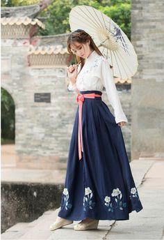Các trang phục gió quốc gia cải thiện mới hàng ngày của quần áo Trung Quốc thêu xiên cổ áo eo áo khoác váy hai mảnh phù hợp với nữ 648 Oriental Dress, Oriental Fashion, Asian Fashion, Traditional Fashion, Traditional Dresses, Modern Hanbok, Chinese Clothing, Lolita Dress, Japanese Fashion
