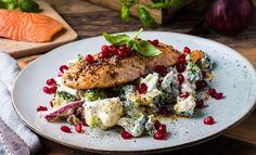Salmon with Broccoli Salad and Pomegranate Broccoli Salad, Wok, Salmon Burgers, Pomegranate, Avocado Toast, Nom Nom, Seafood, Steak, Sour Cream