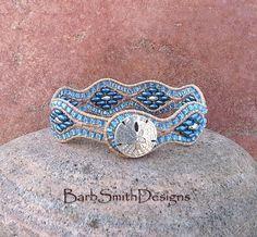 Blaue Perlen Armband Leder Manschette Wrap  von BarbSmithDesigns