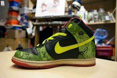 Sole Junkie x The Avengers x Nike Dunks (via sole junkie) Asics Shoes, Nike Shoes, Sneakers Nike, Nike Dunks, Custom Sneakers, Custom Shoes, Shoe Wall, Painted Sneakers, Athletic Wear